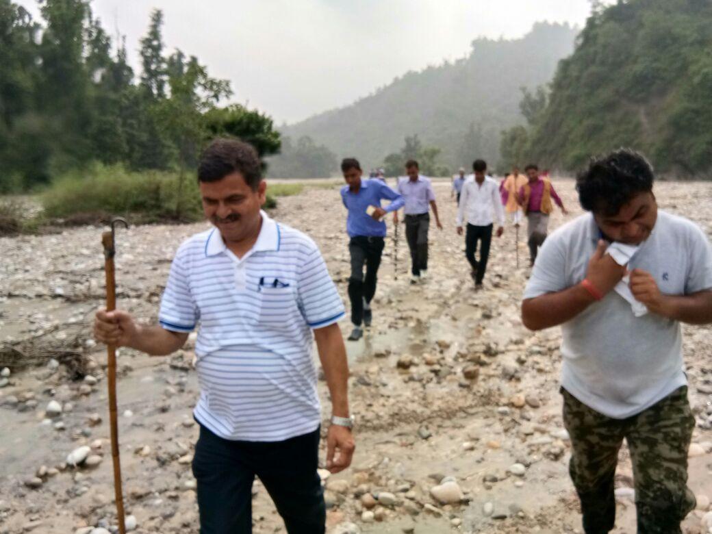 डा0 प्रभात कुमार के नेतृत्व में हिण्डन उदगम तक पहुंचा एक दल