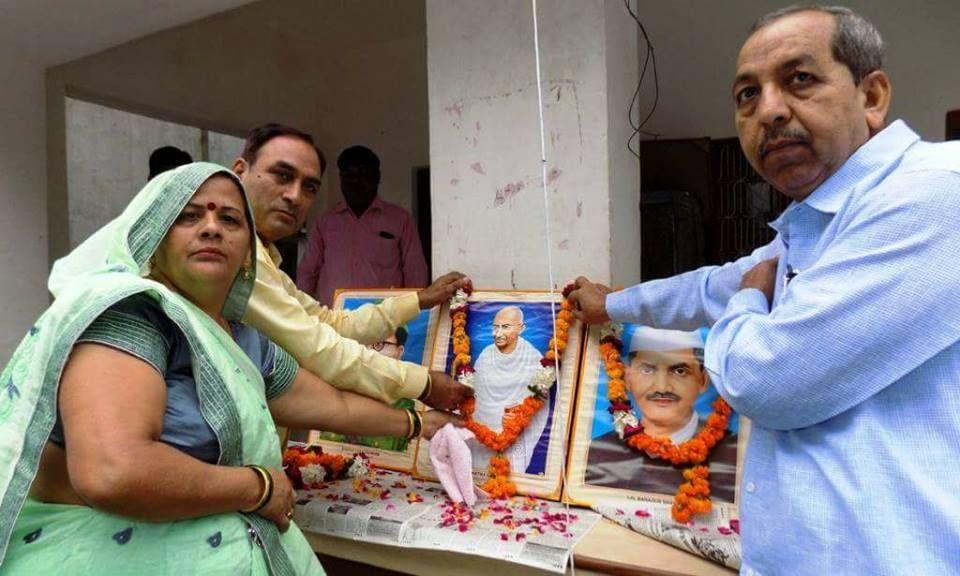हरीश कुमार शर्मा का तहसील इगलास के ही मूल निवासी हैं। समाज सेवा में उनका परिवार लगातार कार्य करता आ