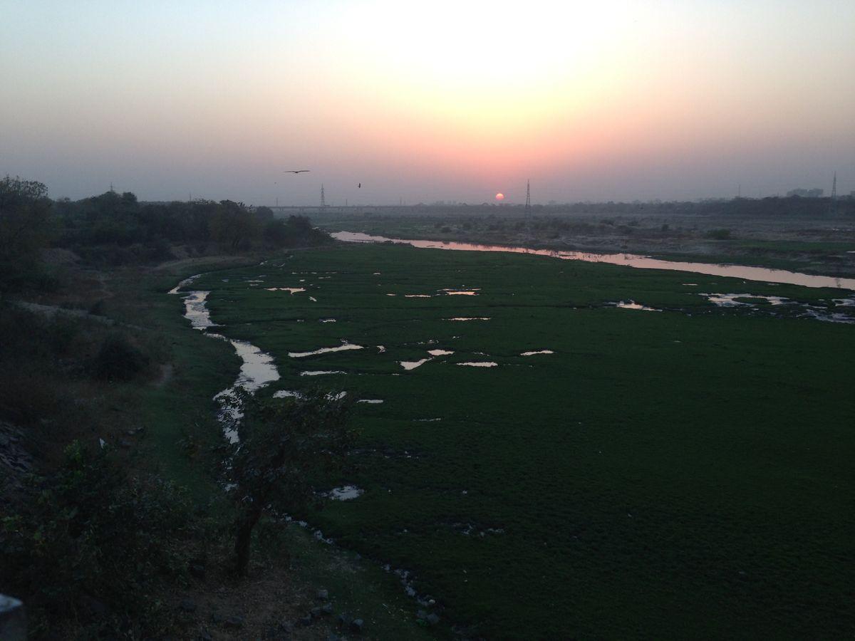 साबरमती नदीसाबरमती गुजरात की एक प्रमुख नदी है, इसके तट पर अहमदाबाद शहर बसा है. साबरमती नदी अहमदाबाद