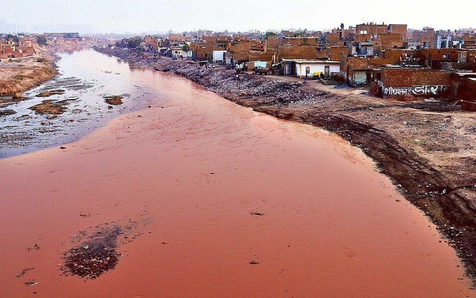 जीवनदायनी हिंडन नदी आज मरने के कगार पर