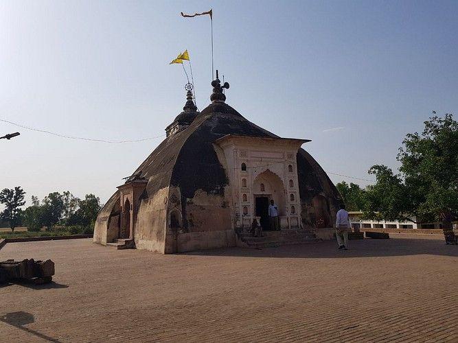 संक्षिप्त परिचय -गंगा नदी के तट पर बसा शहर कानपुर नगर उत्तर- प्रदेश की औद्योगिक राजधानी के रूप में ज