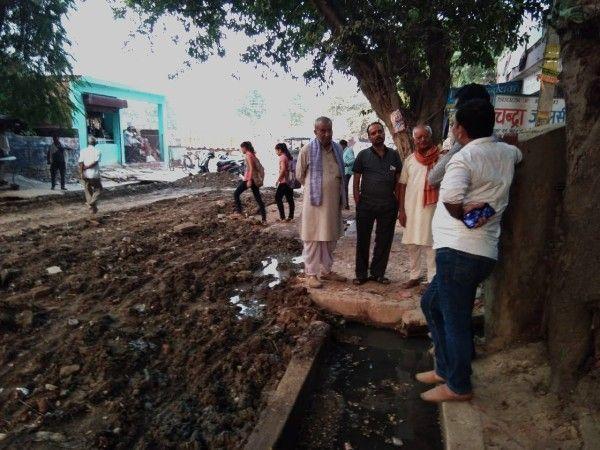 नौबस्ता पूर्वी वार्ड में मुख्य मार्ग सैनिक चौराहा से एमआर बैचेस तक शुरू कराया डामर रोड निर्माण कार्य