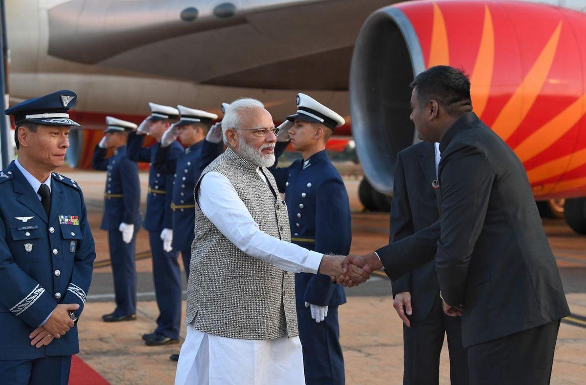 भारत के वर्तमान प्रधानमंत्री श्री नरेंद्र मोदी देश के पहले ऐसे प्रधानमंत्री के रूप में जाने जाते हैं