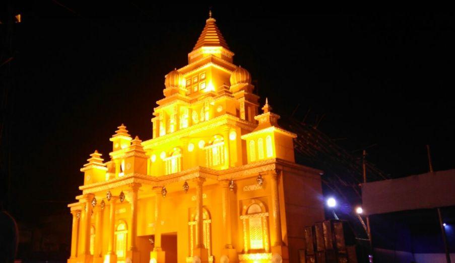 _वाराणसी, जिसे भारत की धार्मिक राजधानी की संज्ञा दी गयी है. इससे पूर्व इसे बनारस के नाम से जाना जाता