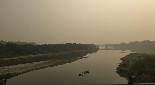 यमुना और हिंडन नदी के मध्य में स्थित जिला पूर्वी दिल्ली (ट्रांस यमुना क्षेत्र) देश की राजधानी दिल्ली