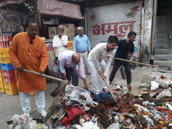 शास्त्री नगर वार्ड में स्थानीय पार्षद सहित जनता ने चलाया स्वच्छता अभियान - निगम के सुस्त रवैये से त्