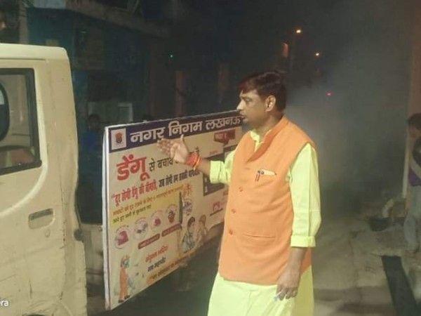 """आलम नगर, लखनऊ में डेंगू से बचाव के लिए की गयी वार्ड में फोगिंग-""""सावधानी ही बचाव"""", को ध्यान में रखते"""
