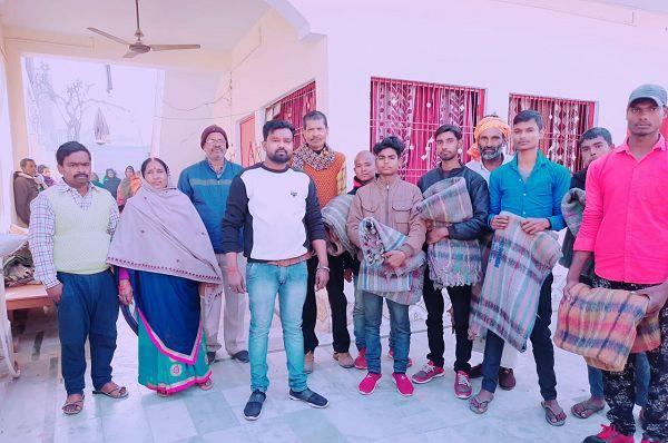 पार्षद ने नववर्ष के अवसर पर असहाय जनों को बांटे कंबल-नव वर्ष के अवसर पर सामाजिक सेवाभाव से कार्य करत