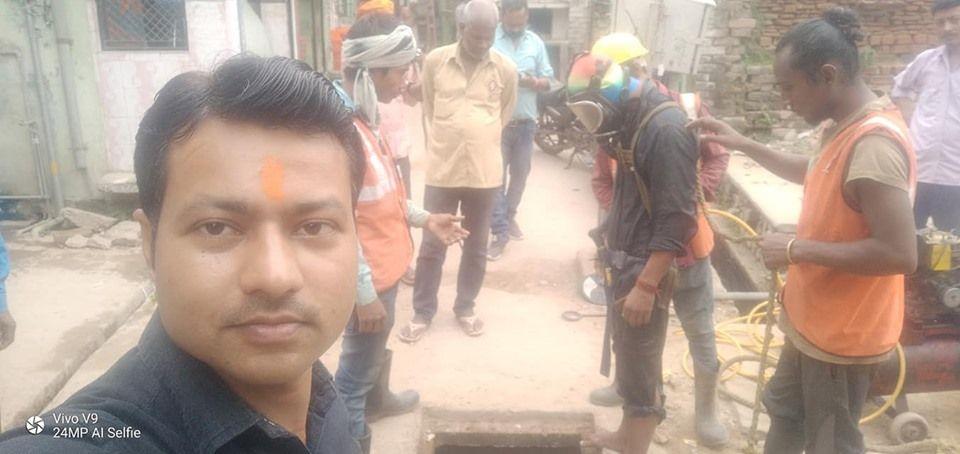 स्वर्गद्वार, अयोध्या में पार्षद महेंद्र शुक्ल ने शुरू कराया सीवर लाइन सफाई अभियान-दिनांक - 20 अक्टूब