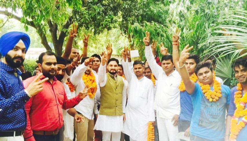 नाम : शिव प्रताप सिंह पवार  पद : राष्ट्रीय अध्यक्ष (राष्ट्रवादी शक्ति पार्टी) नवप्रवर्तक कोड :