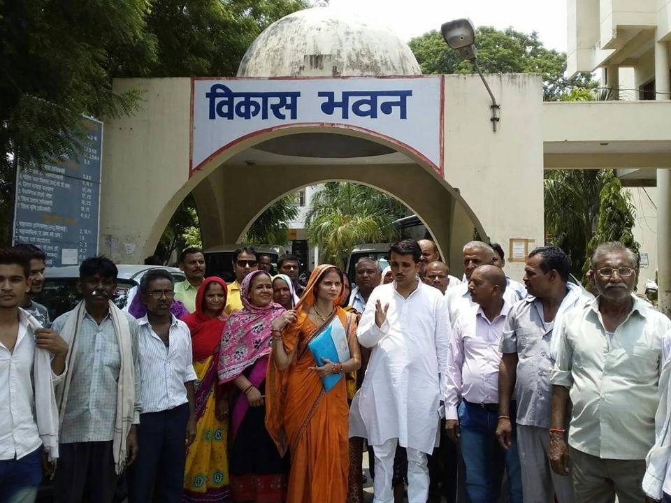 _वार्ड 21, खाड़ेपुर, नौबस्ता कानपुर जिले का भाग है. यह क्षेत्र आमतौर पर मिश्रित आबादी वाला परिक्षेत्र