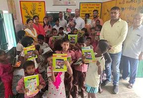 प्रधानमंत्री मोदी के जन्मदिवस के अवसर पर अयोध्या के अंबेडकरनगर वार्ड के अंतर्गत निर्धन बच्चों को वितरित की गयी शिक्षण सामग्री