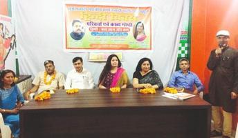 हिंदी दिवस के अवसर पर सुभास पार्टी के कार्यालय में परिचर्चा एवं काव्य गोष्ठी का आयोजन