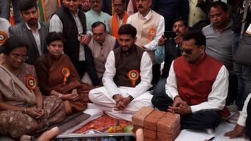 लखनऊ के आलमबाग के अंतर्गत 50 बिस्तर वाले अस्पताल एवं 45 नई सडकों का शुभोद्घाटन