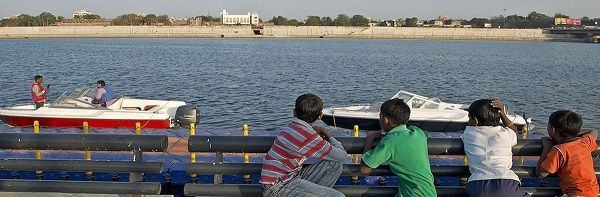 AHMEDABAD (Gujarat, India) Ahmedabad district, also known as Amdavad is the largest district in Guja