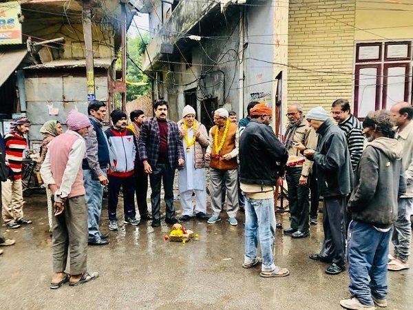 मोतीनगर चन्द्र भानु गुप्त नगर में जनता के विकास के लिए सड़क सुधार कार्य जारी-