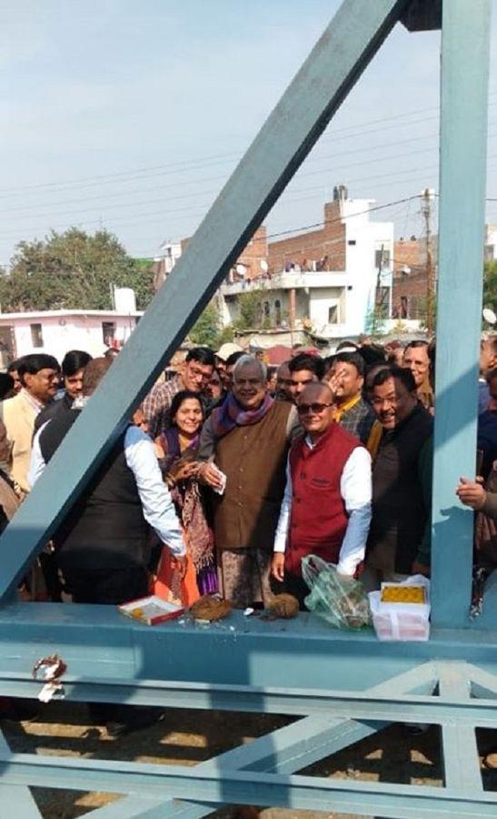 गुज्जैनी के पास फुटओवर ब्रिज का ढांचा रखा, सड़क पार करने में होगी आसानी-कानपुर के अंतर्गत गुज्जैनी वा