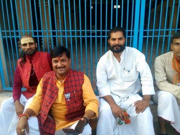 नाम : रमेश दास  पद : पार्षद (भाजपा), रामकोट, वार्ड-54, अयोध्या   नवप