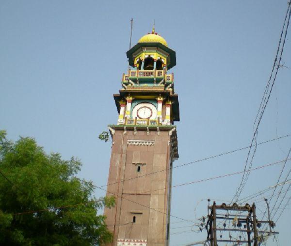 _स्थल तीर्थों में सबसे बड़ा तीर्थ प्रयागराज जिसका नाम मुस्लिम शासक अकबर ने बदलकर इलाहाबाद रख दिया और