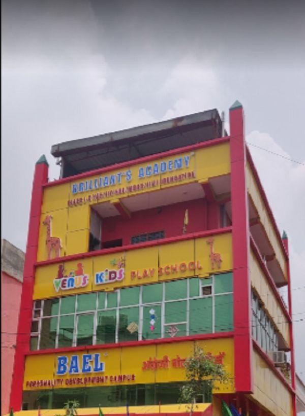 _कौरवों और पांडवों के शिक्षक गुरु द्रौणाचार्य के निवास स्थान गुरुग्राम में हिंदु आबादी की बहुलता है.