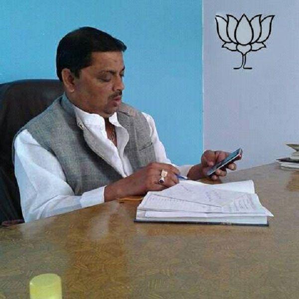 नाम : निर्देश सिंह चौहान पद : पार्षद प्रतिनिधि भाजपा (
