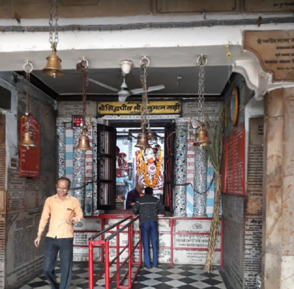 _सरयू नदी के दक्षिणी तट पर बसी अयोध्या एक धार्मिक एवं ऐतिहासिक नगरी है. इस जनपद का नगरीय क्षेत्र अयो